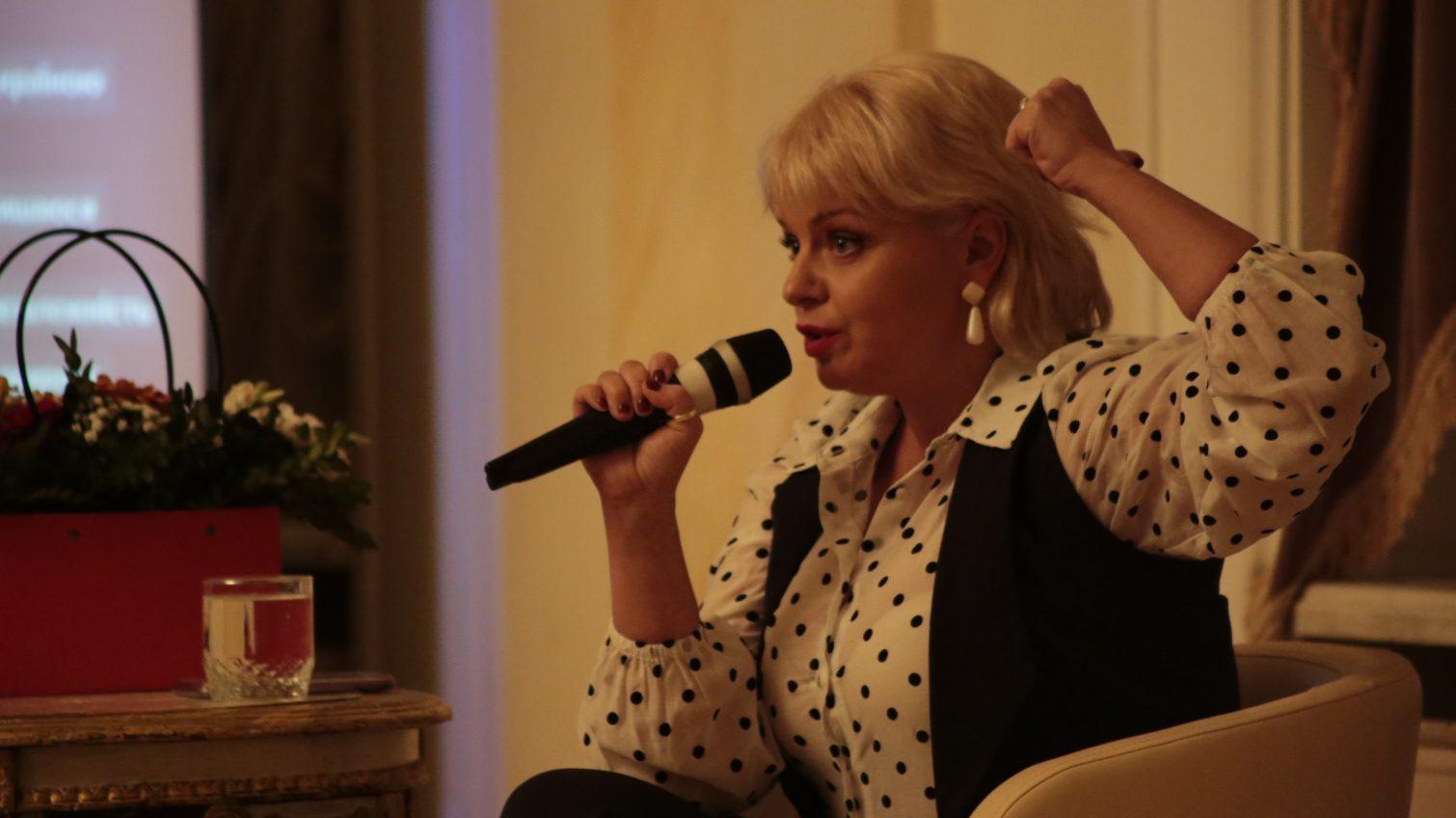 «Кто я»: в Украинском театре Ирма Витовская беседовала со зрителями о единстве страны (фото) «фото»