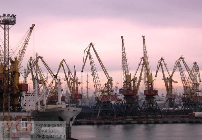 Стихия: из-за ветра и дождя порты Одесской области ограничили работу «фото»