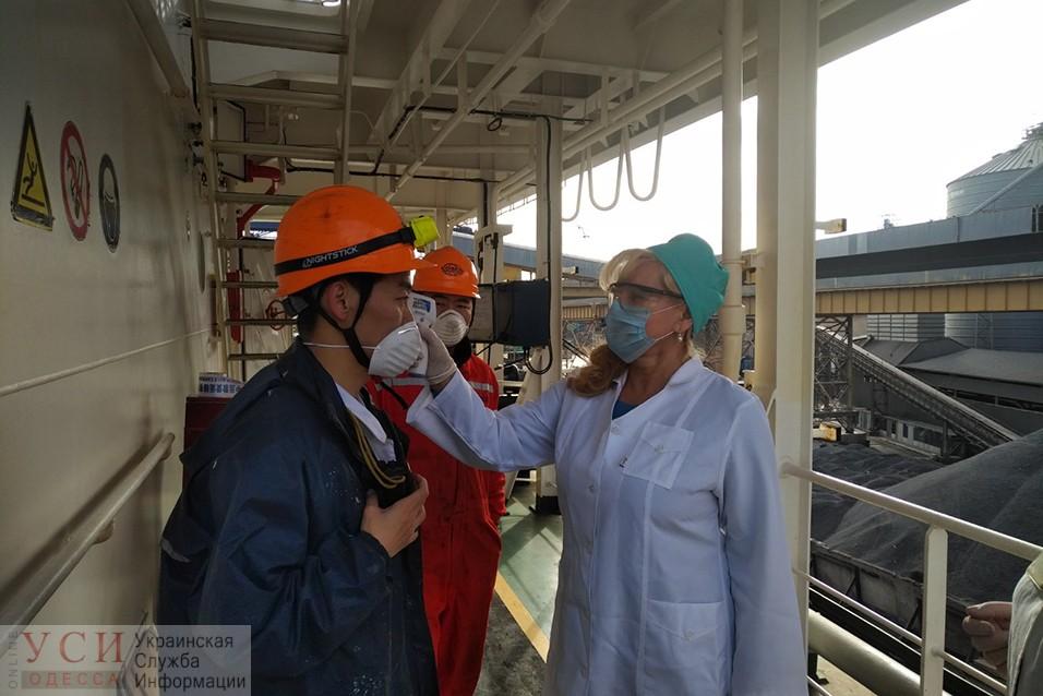 Угроза коронавируса: в Одесском порту организовали проверки медиками прибывших судов (фото) «фото»