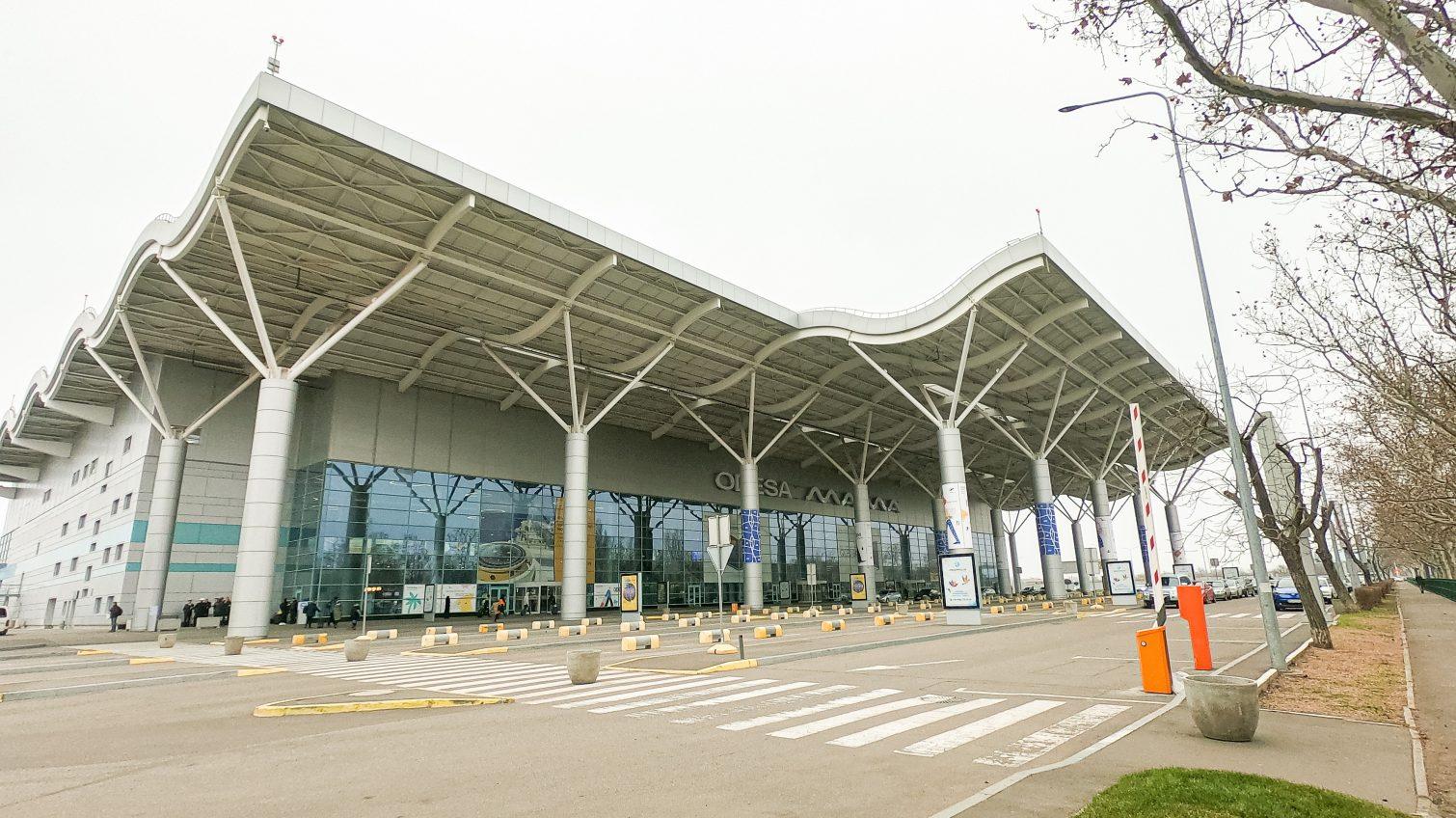 Работа одесского аэропорта в четверг остановится на полдня «фото»