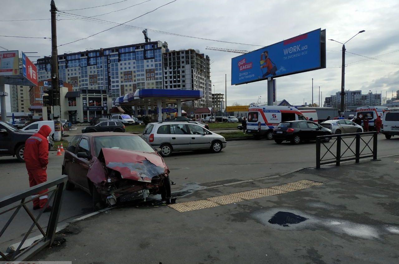 Авария на поселке Котовского: иномарка влетела в машину «скорой помощи» частной медкомпании (фото) «фото»