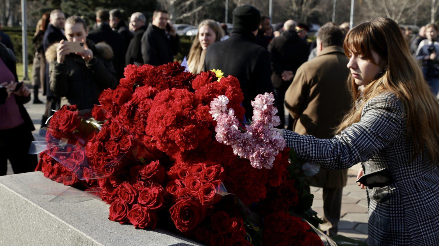 День Героев Небесной Сотни: в Одессе почтили погибших возложением цветов (фото, видео) «фото»