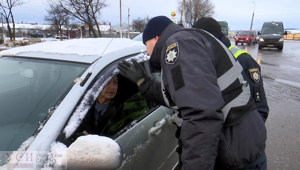 Трасса Одесса-Рени закрыта для проезда: люди с утра мерзнут на остановках в надежде уехать домой (фото) «фото»