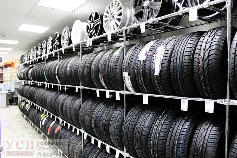 В Одессе продавец украл 12 шин из торгового центра и сбежал из города «фото»