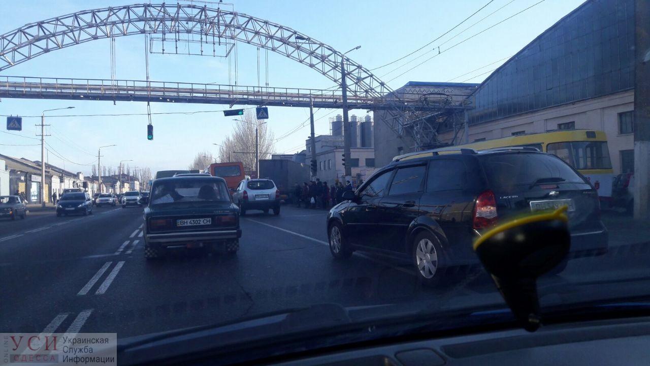 На Николаевской дороге столкнулись грузовик с трамваем (фото) «фото»