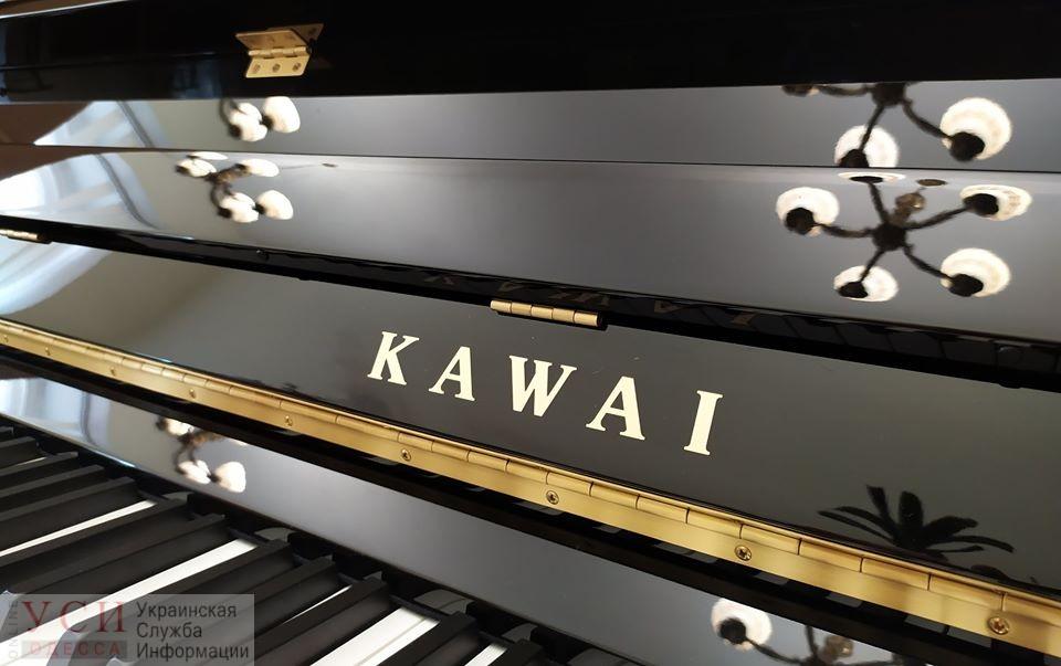В Одесском оперном театре появилось пианино за 200 тысяч гривен (фото) «фото»