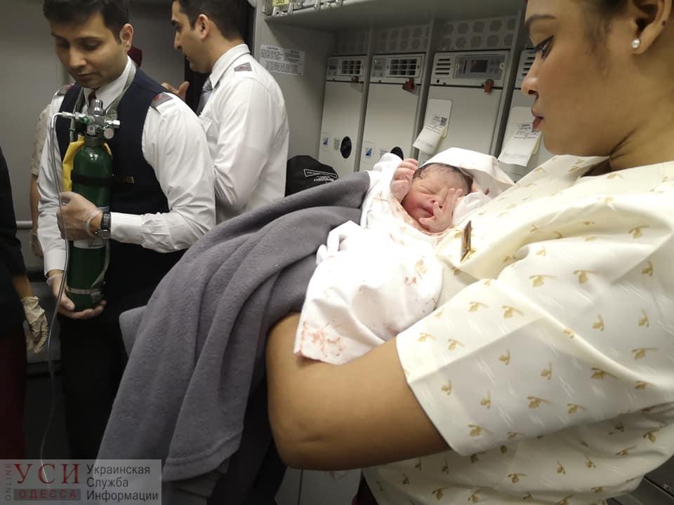 Помощь на высоте: украинка успешно приняла роды у пассажирки в самолете (фото) «фото»