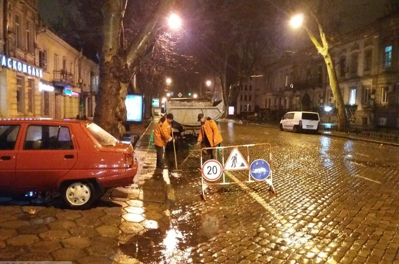 В Одессе из-за проливного дождя затопило несколько улиц (фото) «фото»