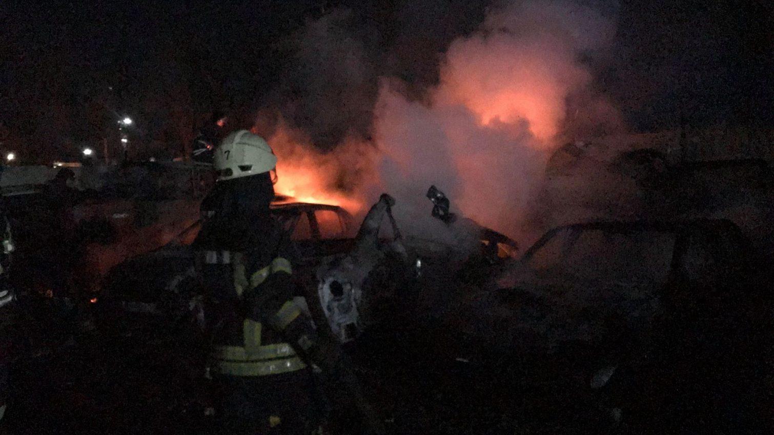 Пожар на штрафплощадке в Малиновском районе: повреждены более 20 автомобилей (фото) ОБНОВЛЕНО «фото»