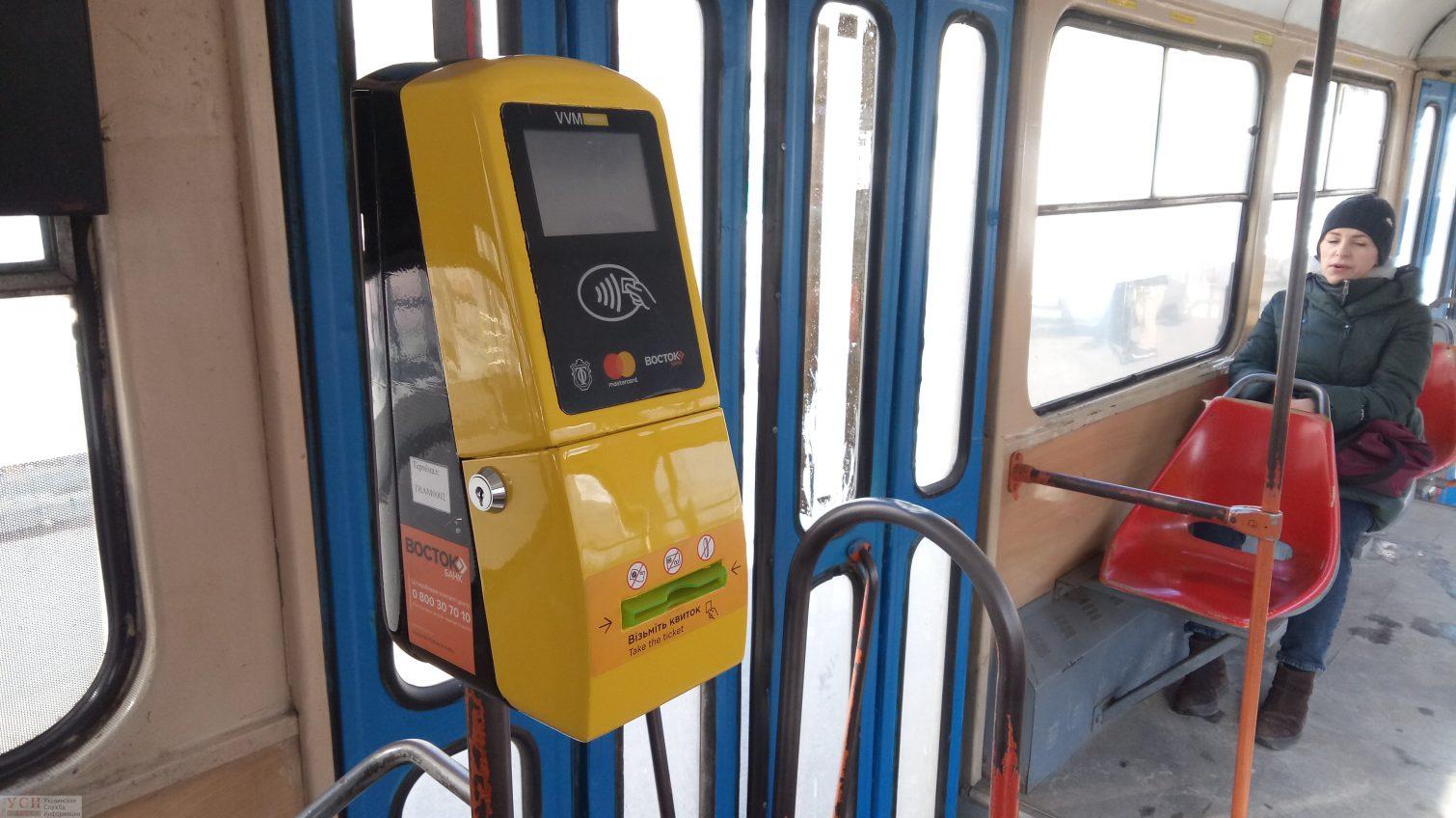 В Одессе теперь можно расплатиться за проезд в трамвае банковской картой и при помощи телефона (фото) «фото»