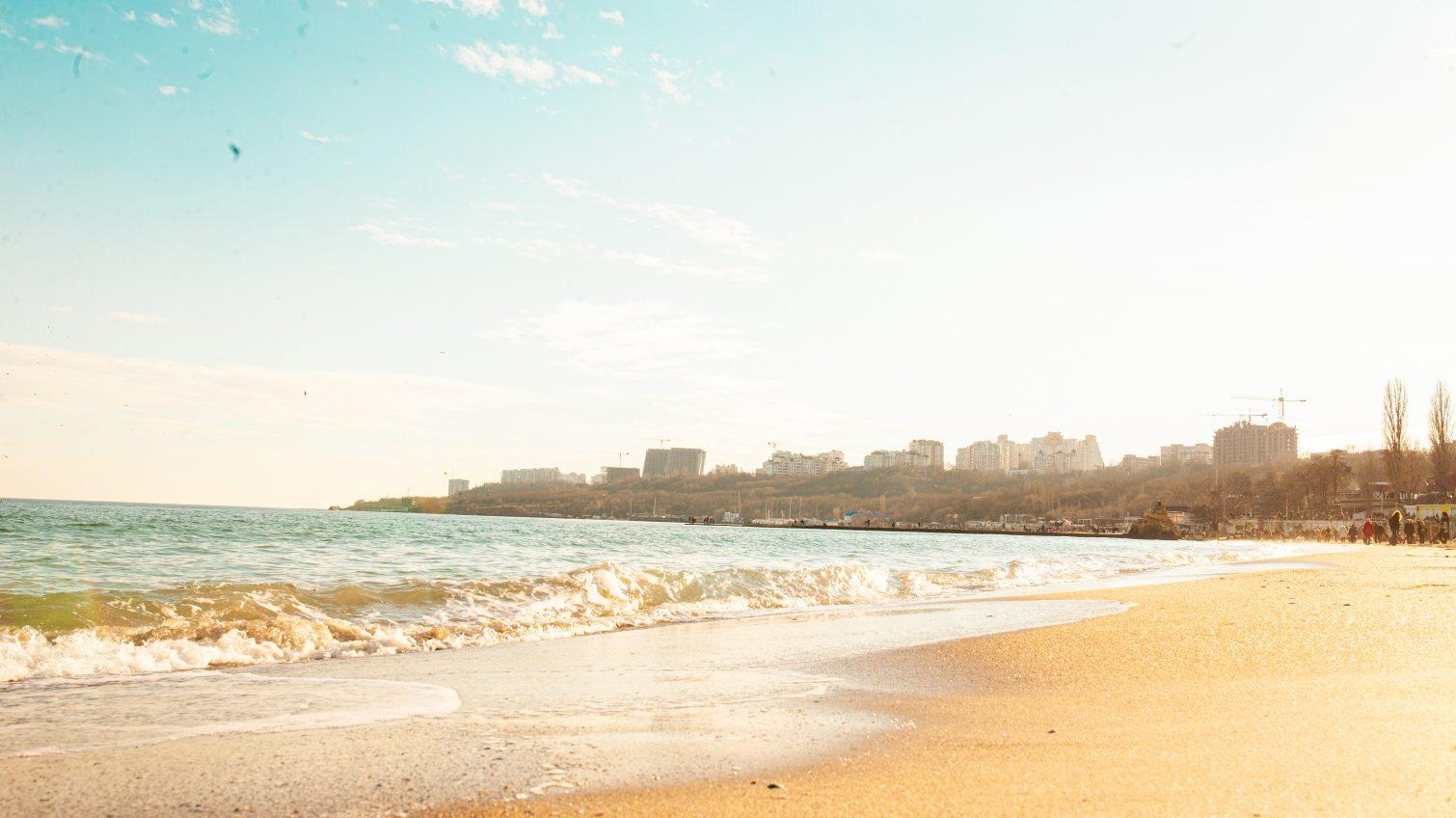 Прибрежная «революция» провалилась: в Одессе до сих пор не установили границы пляжной зоны «фото»