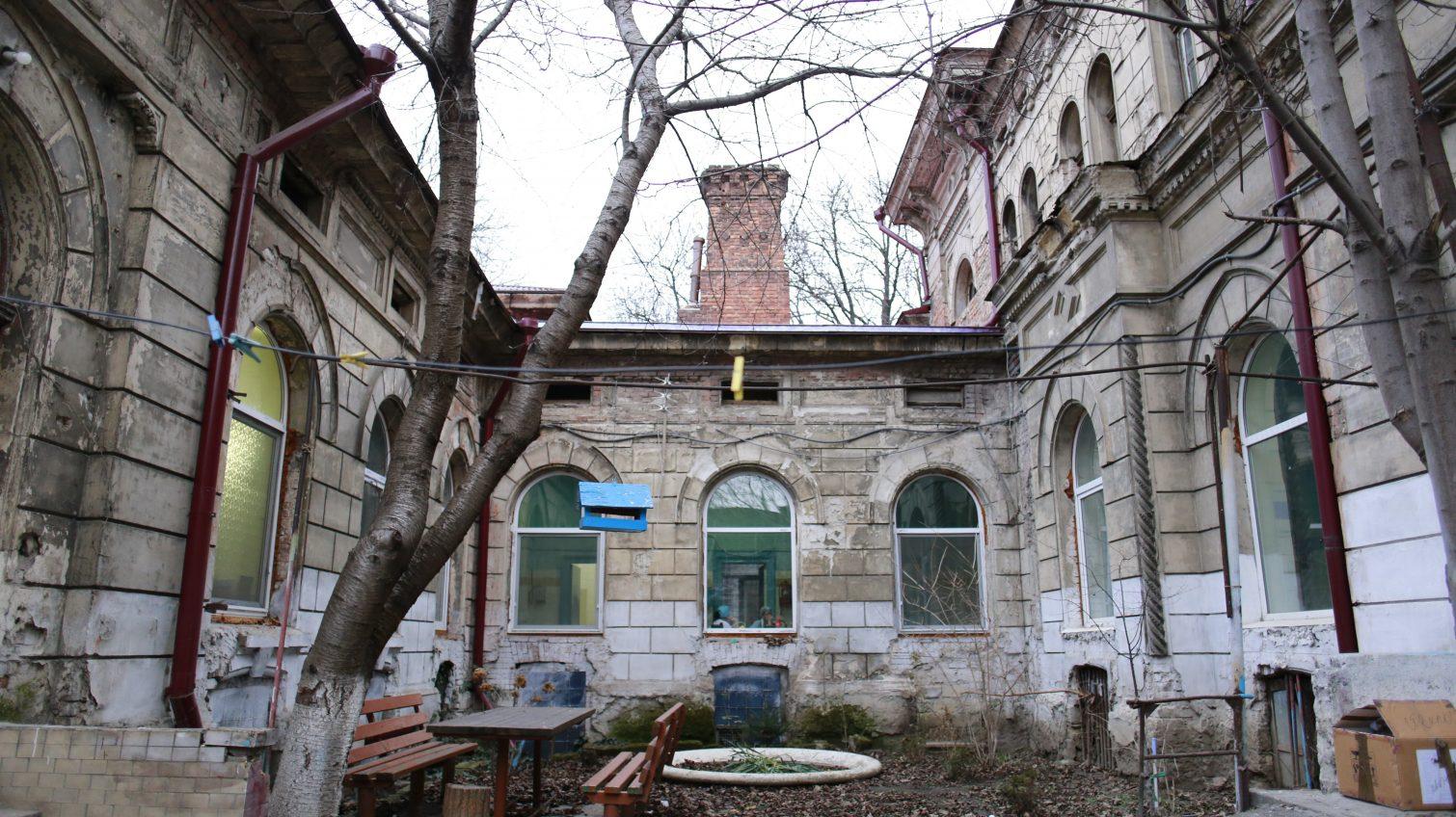 Еврейская больница: борьба между обновлением и разрухой в одной из старейших больниц города (фоторепортаж) «фото»