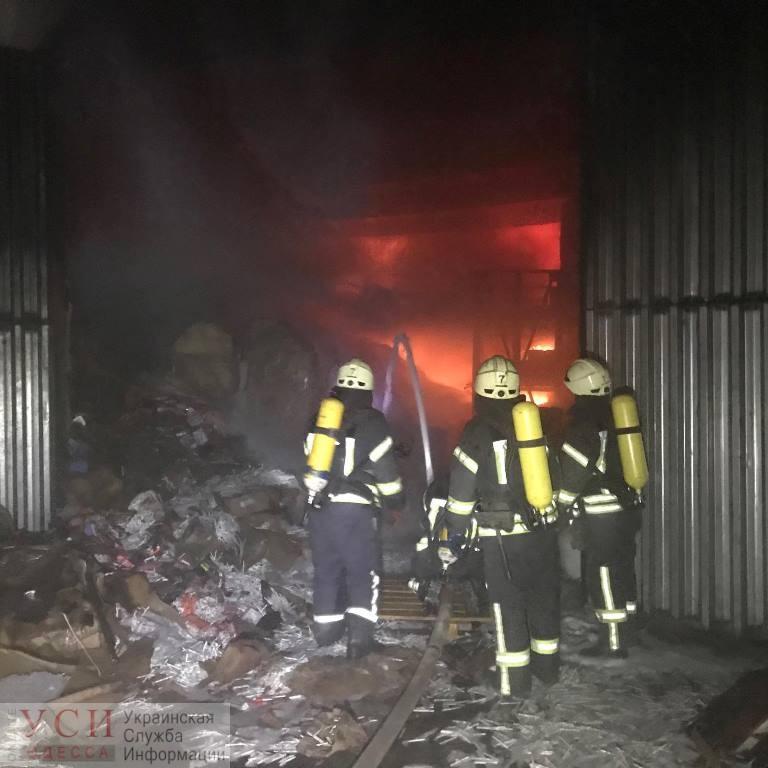 На Балтской дороге ночью горел склад со спиртом и сигаретами (фото) «фото»