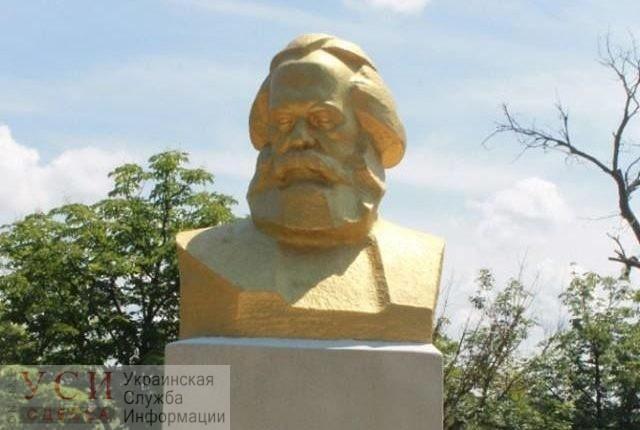 Институт национальной памяти займется оставшимися советскими памятниками в Одесской области «фото»