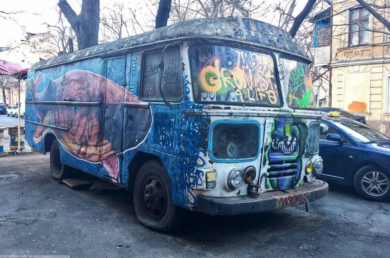 Брошенные автомобили в Одессе: эвакуация автохлама возможна только по решению суда (фоторепортаж) «фото»