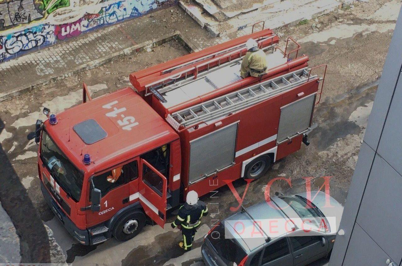 В центре Одессы горел заброшенный ночной клуб (фото) «фото»