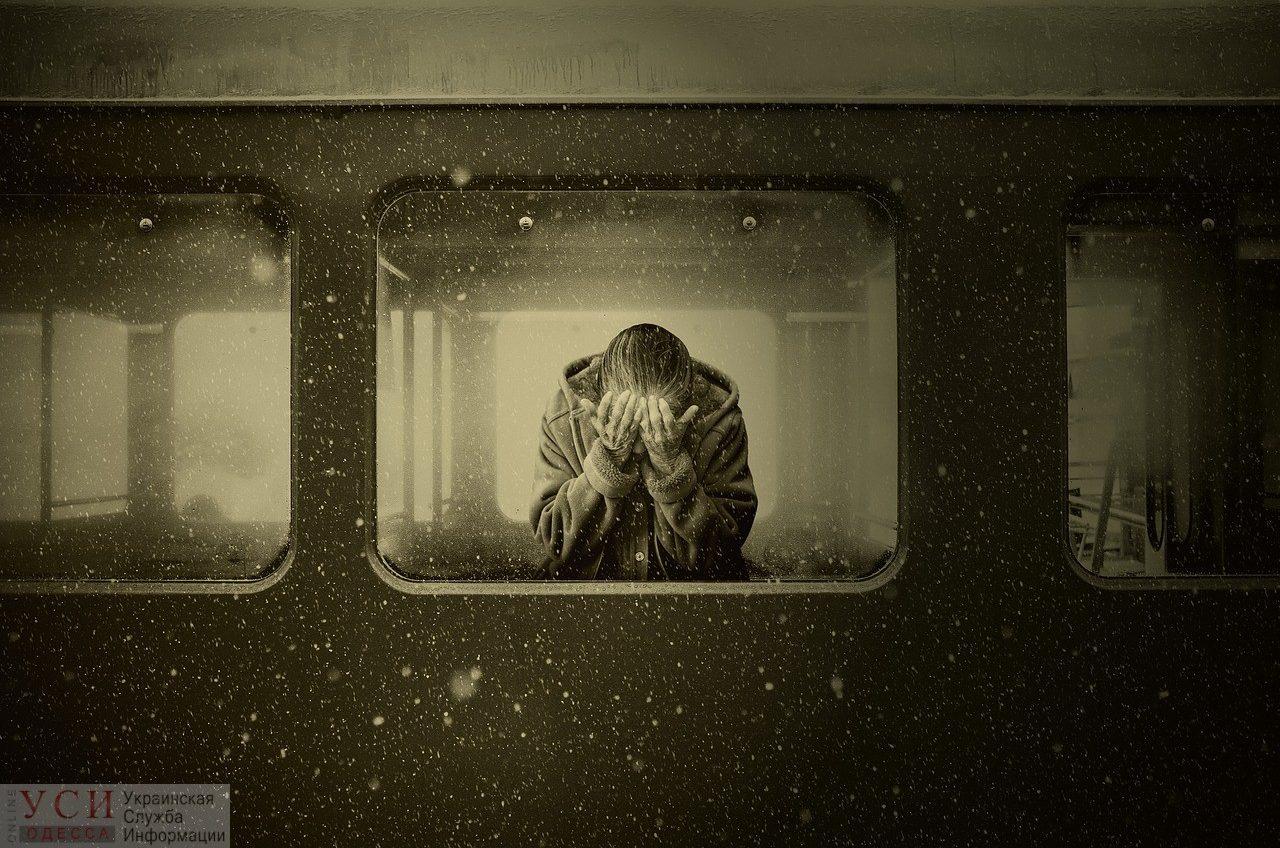 Самоубийство: на Таирова пожилая женщина выпрыгнула из окна «фото»