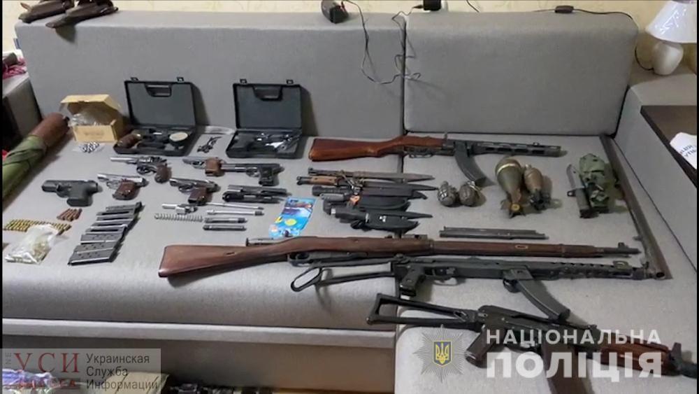 Житель Малиновского района оборудовал у себя дома оружейный склад (фото, видео) «фото»