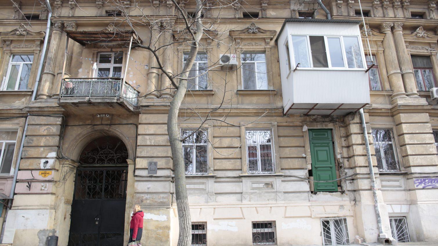 Было окно, стала дверь: в центре Одессы обезобразили историческое здание (фото) «фото»