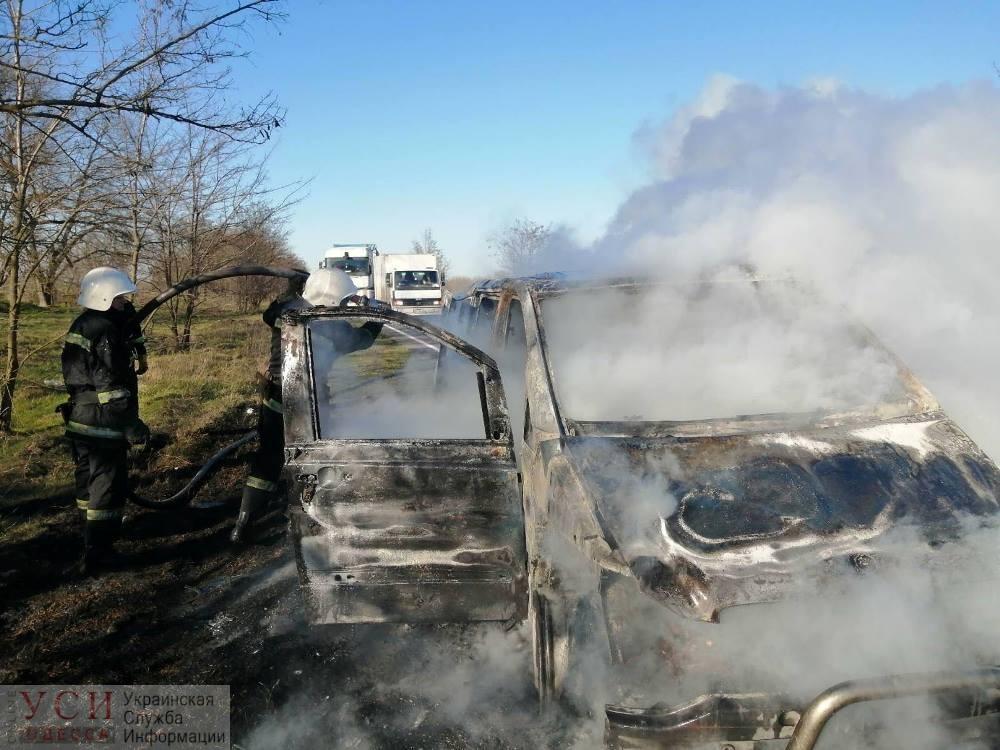 На трассе Одесса-Рени загорелся пассажирский микроавтобус (фото, видео) «фото»