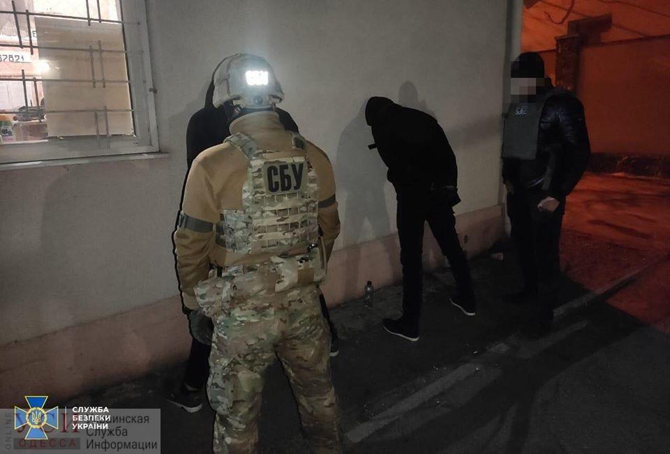 В Одессе СБУ задержала преступников, которые нападали на отделения Укрпочты и офисы в области (фото) «фото»