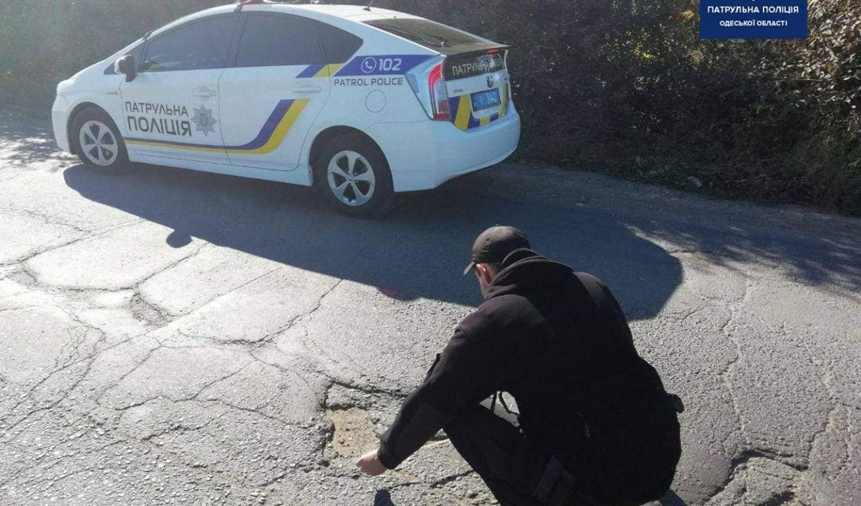 Одесские копы начали измерять выбоины на дорогах: закончить собираются через месяц «фото»