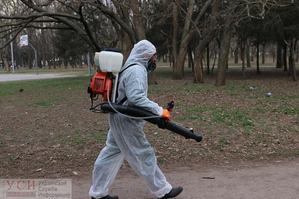 В Одессе с утра стали проводить дезинфекцию детских площадок (фото) «фото»