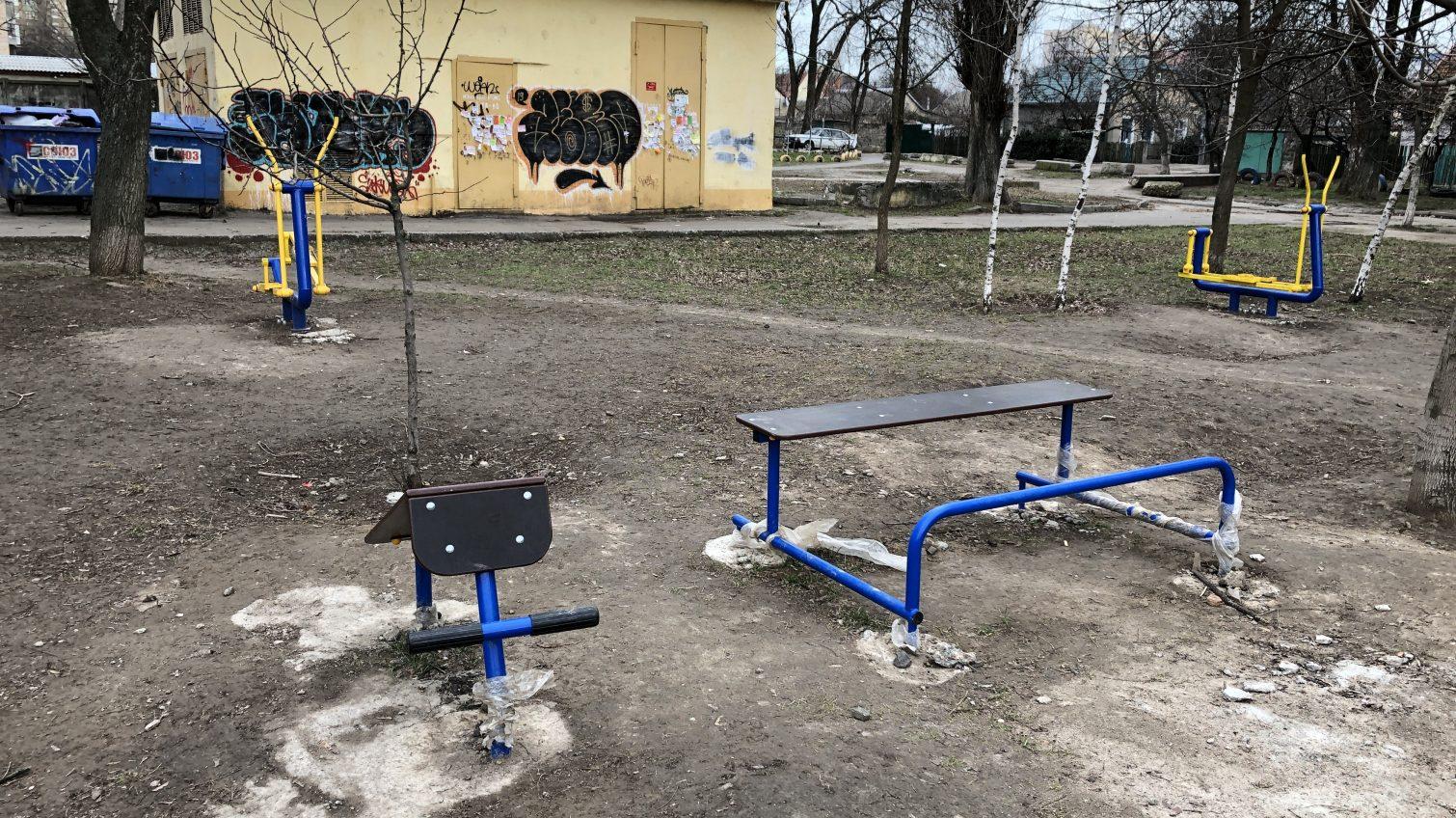 Недоделанная «Солнечная поляна» в грязи и без дорожек: в мэрии теперь винят авторов проекта (фото) «фото»