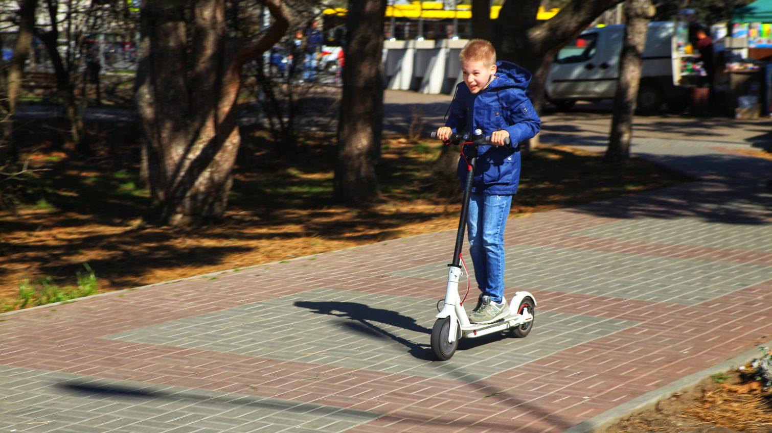 Вместо занятий – парк: одесситы вышли на прогулки с детьми во время карантина (фоторепортаж) «фото»