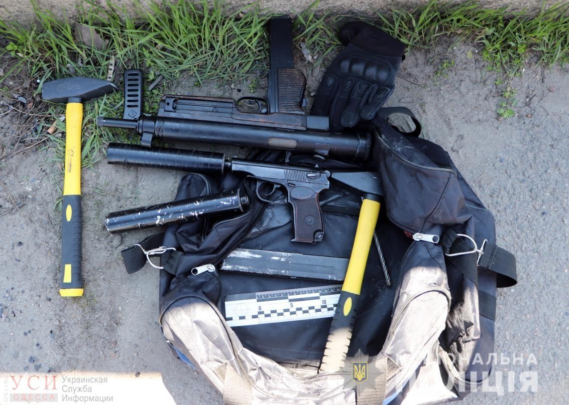 Как в кино: в Одессе с погоней и стрельбой задержали банду грабителей банков (фото) «фото»