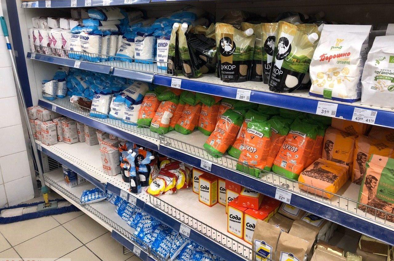 Без паники и дефицита: в Украину ввозят все больше продуктовых товаров «фото»
