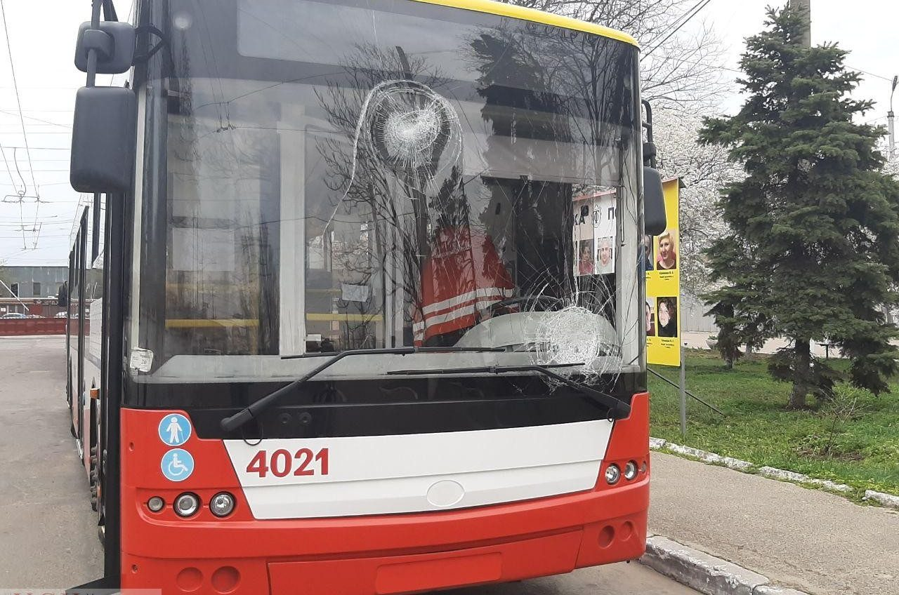 Одесситы 17 раз блокировали движение транспорта и разбили пять машин (фото, видео) «фото»