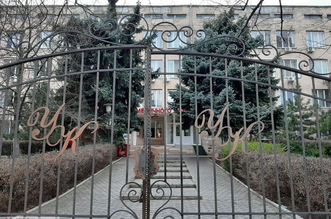 Университетская клиника на Тенистой не закрывается, но и пациентов принимать не будет «фото»