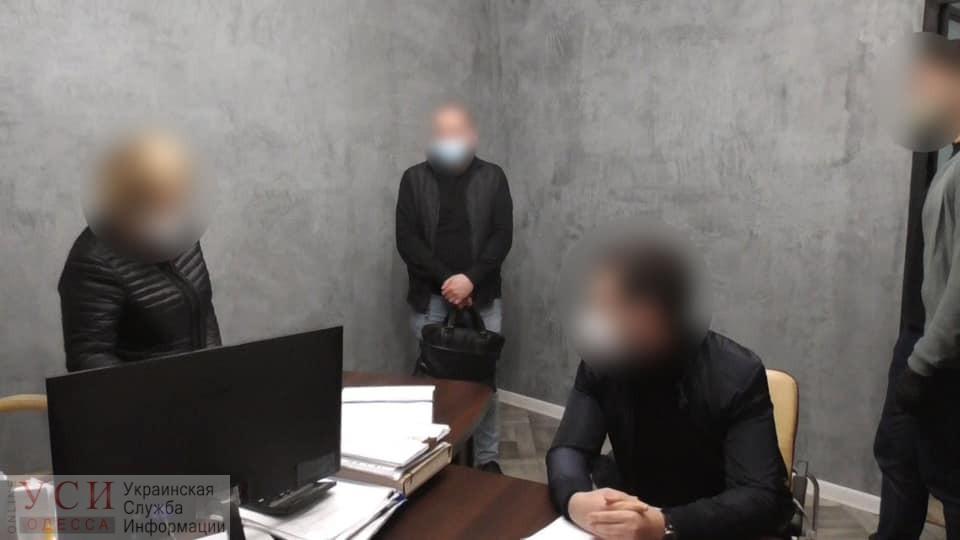 В Одессе задержали «черных» регистраторов и нотаруса: ущерб оценивают в миллионы долларов «фото»