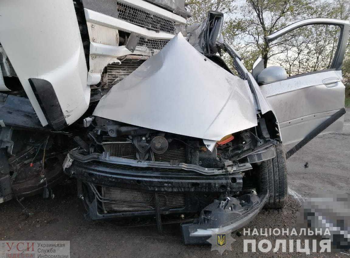 Пошел на обгон и погиб: на Объездной дороге легковой автомобиль врезался в грузовик (фото) «фото»