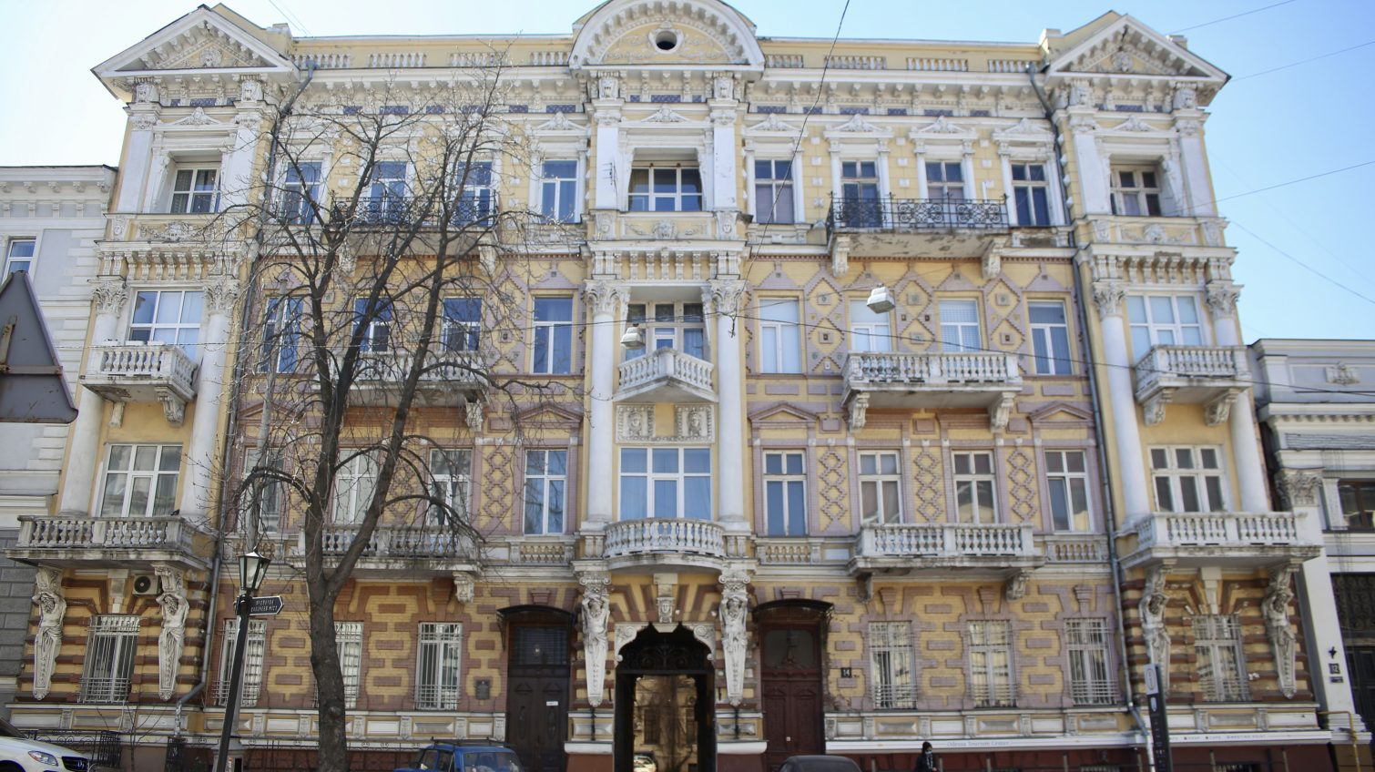 На Гоголя отреставрируют две старинные двери за 400 тысяч (фото, документ) «фото»