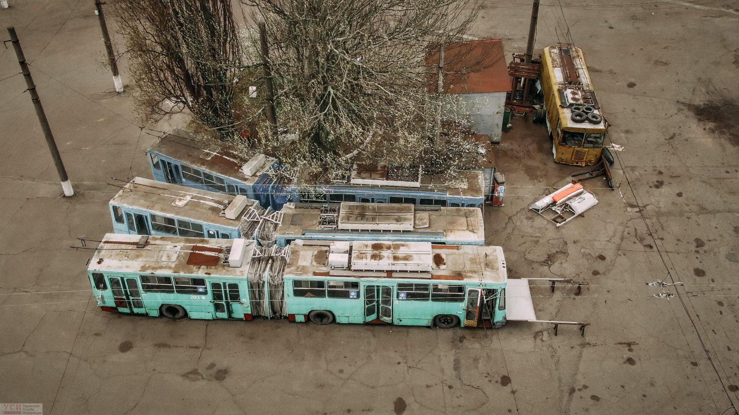 Кладбище троллейбусов: где хранится отработавший свое общественный транспорт (аэросъемка) «фото»