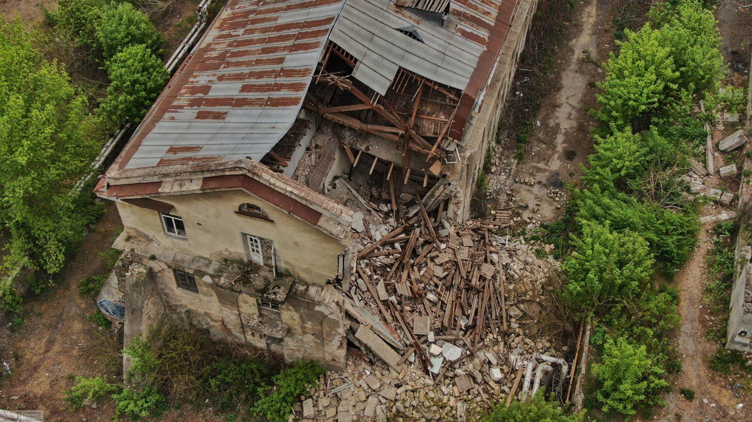 Руины под мэрией: как здание бывшей мореходной школы разрушается у нового владельца (фоторепортаж) «фото»