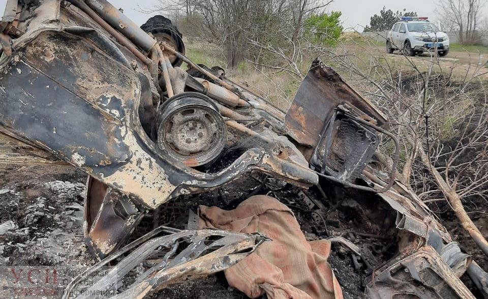 Под Одессой перевернулась и загорелась легковушка, водитель погиб «фото»