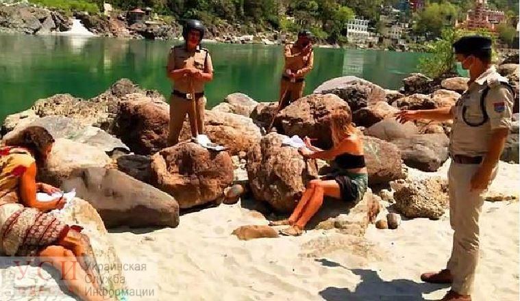 Первобытный отель: украинцы месяц прожили в индийской пещере из-за карантина «фото»