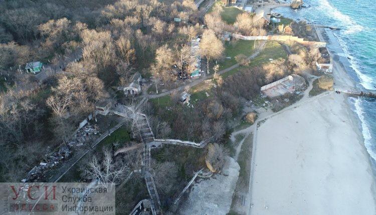 Карантин не мешает: над Чкаловским пляжем устанавливают забор (видео, фото) «фото»