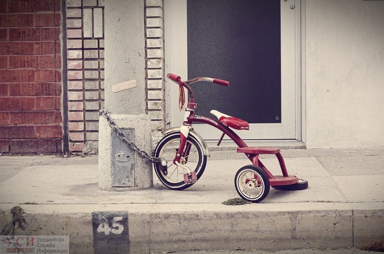 В Одессе мужчина с инвалидностью воровал детские коляски, велосипеды и самокаты «фото»