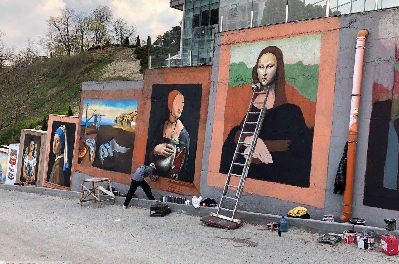 На спуске к Трассе здоровья появились репродукции известных картин (фото) «фото»