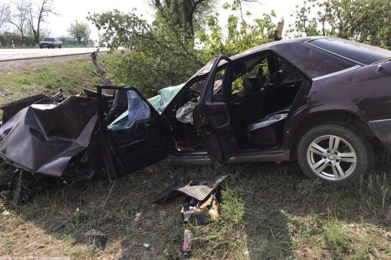 На трассе Одесса-Рени водитель иномарки влетел в дерево — двое в больнице «фото»