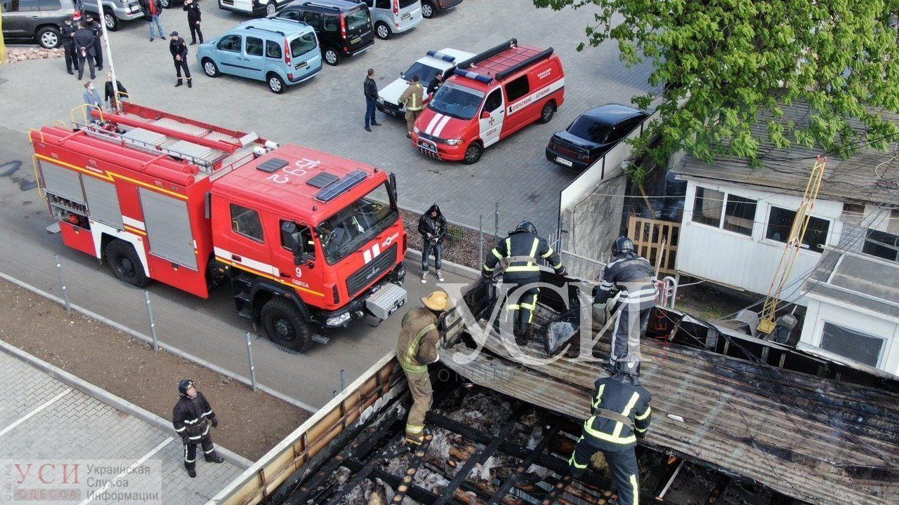 На Черемушках горел автосалон: пожарные оперативно потушили огонь (фото, аэросъемка) «фото»
