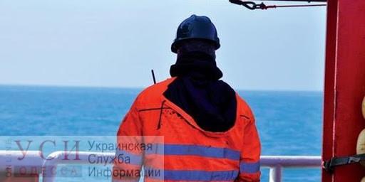 Президента Украины просят открыть авиасообщение для доставки моряков, застрявших за границей «фото»