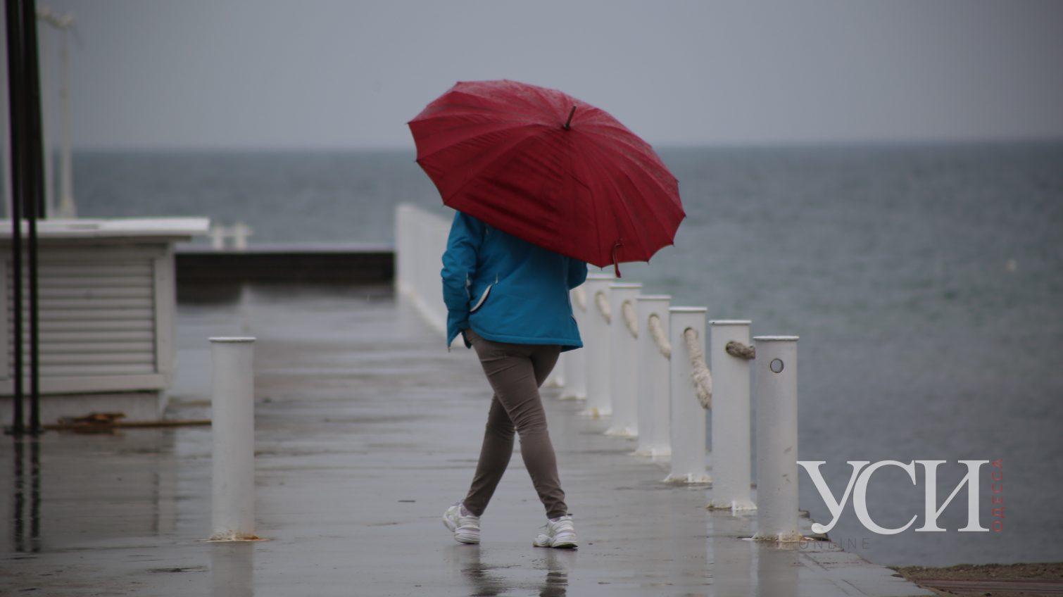 Карантин и дождь не останавливают одесситов от прогулок по Аркадии (фоторепортаж) «фото»