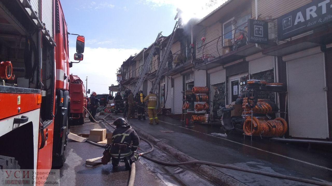 На «7 километре» пожар: горит двухэтажный магазин (фото) ОБНОВЛЕНО «фото»