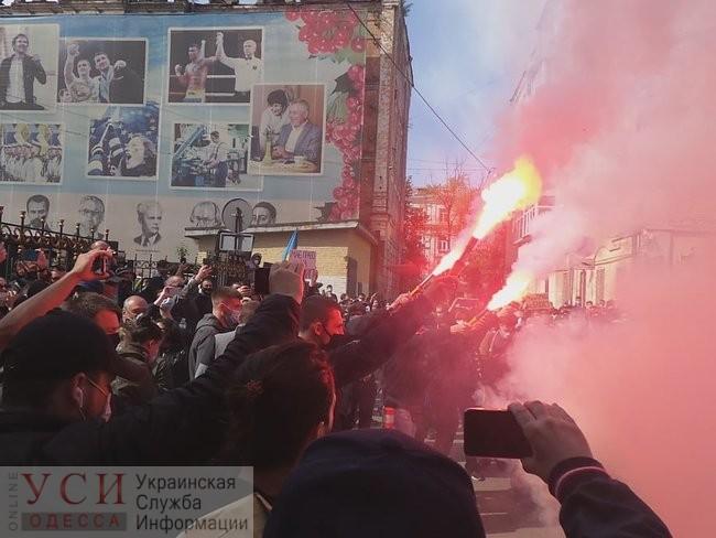 СБУ не будет объявлять подозрение Стерненко, но его сторонники все равно митингуют «фото»