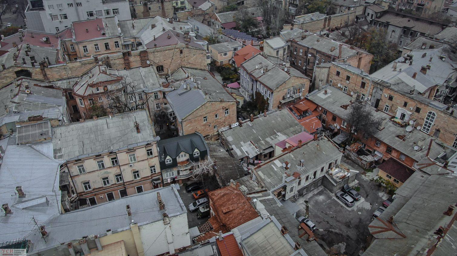 После серии обвалов в Одессе начали проверку старых жилых домов «фото»